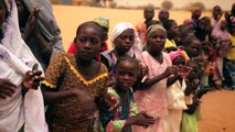 Manu Feildel cooks for 275 children in Niger to help Stop the Hunger in West Africa