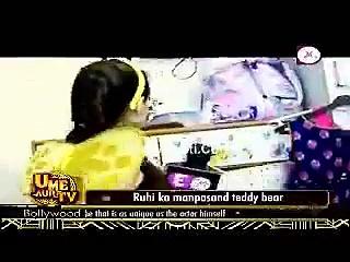 Ruhi Bani Honey Bee- Yeh Hai Mohabbatein