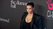 Kim Kardashian s'en prend aux rumeurs sur sa grossesse