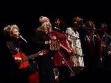 Il Est Ne - Kate & Anna McGarrigle, Martha and Sloan Wainwright - A not So Silent Night