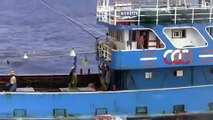 Chinese fishing boat rammed Japanese Coast Gurd's ship ~Look at the wake of Chinese boat~