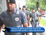 SP AGORA - Policiais da ROTA apreendem fuzis e metralhadora em favela no ABC