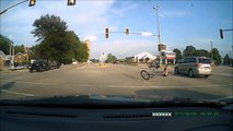 Belle chute de vélo à cause d'une voiture | Crash bike