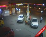 Female crashes Porsche 911 Turbo into gas station in Turkey