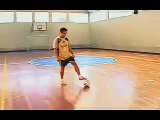 Falcao ensinando dribles de futsal