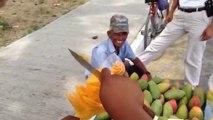 Couper une mangue en forme de fleur : vendeur de rue talentueux!
