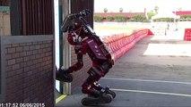 Chutes de robots au DARPA Robotics Challenge