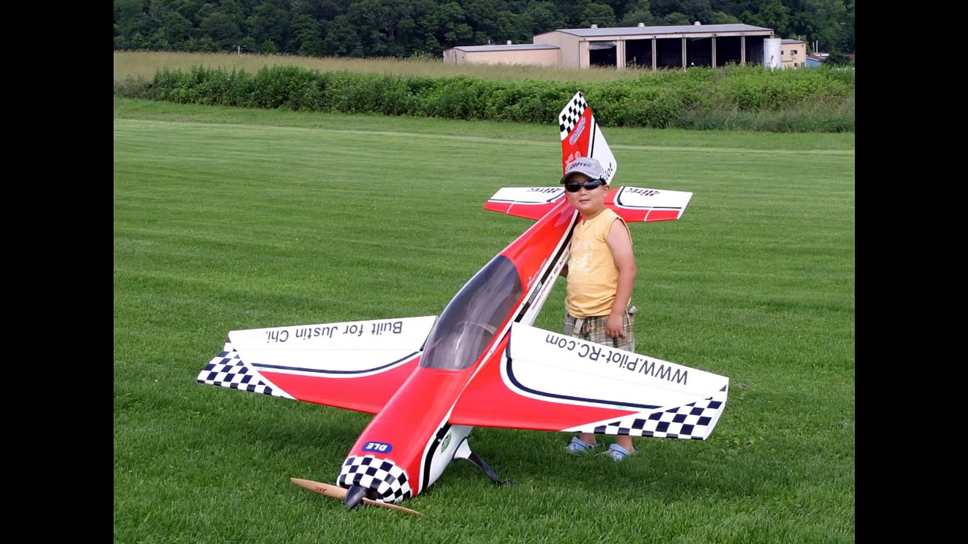 6 Year Old Justin Jee(Chi) Flying Pilot-RC Extra300 30% RC Airplane - June  28th, 2009