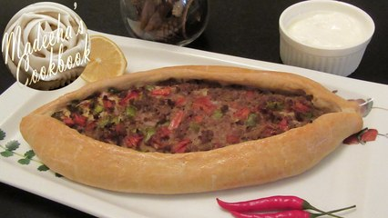 Kiymali Pide (Minced meat Turkish pizza)
