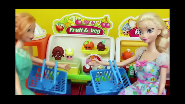Frozen Elsa and Anna Shopping for Shopkins Blind Bags at Fruit and Veg Stand by DisneyCarToys