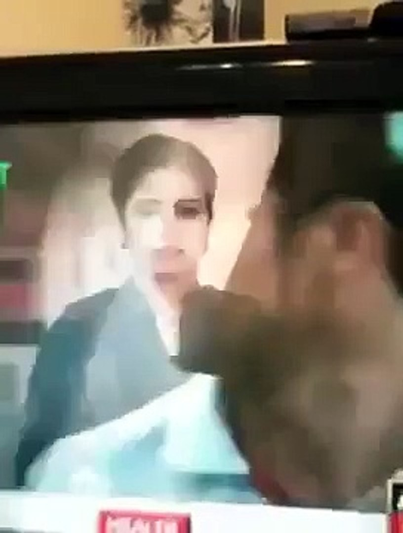 Check out the Blooper of Ary Newscaster in front of Live Camera