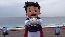 Super Victor, la mascotte de l'Euro 2016 à Nice avec Farid le gagnant de France Bleu Azur