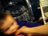 lucas jugando con mama