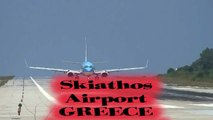 Take off - Boeing 737-800 taking off on short runway in Skiathos. scary aircraft blast. In HD