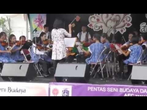 Aksi Seni dan Budaya Kreatif di Akarnaval 2014