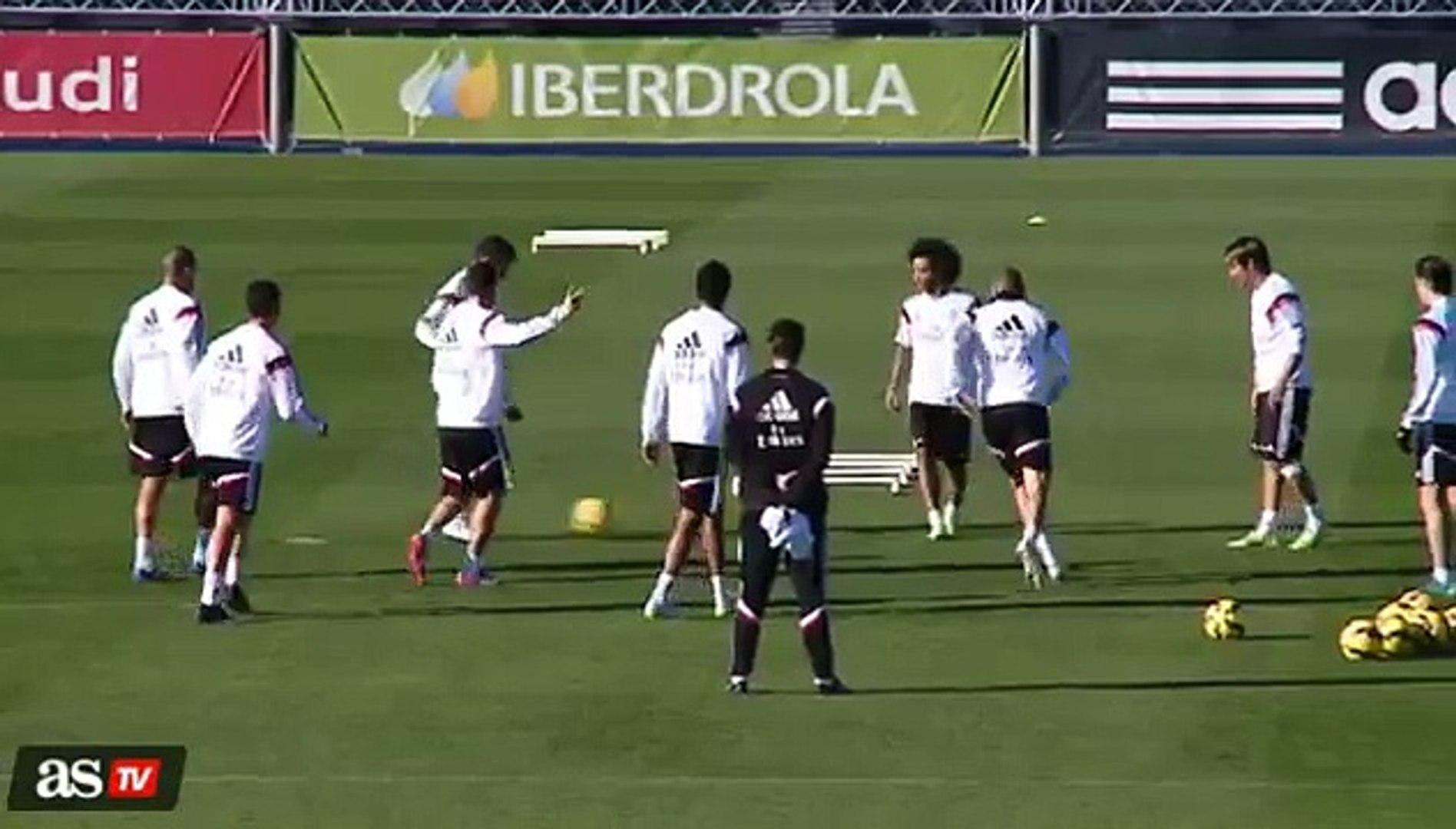Clip Ronaldo pho dien ky thuat nhung bi cho la da cham bong 2 lan