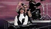 Le clip Pop! Hugh Grant en chanteur des années 80