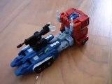 Transformers Optimus prime G1 VS Optimus Prime 2007 (stop motion)