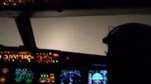 Lądowanie samolotu podczas mgły
