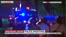 RAW : Protests Heat Up in Ferguson Curfew Begins, Dozens defy Missouri Curfew in Riot-Hit Ferguson