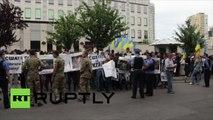 Des manifestants ukrainiens exigent des Yankees qu'ils rentrent chez eux, aux Etats-Unis