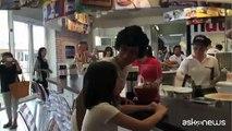 Crepes alla Nutella per Agnese Renzi e la figlia Ester all'Expo