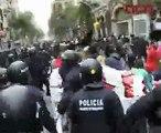 Aldarulls en la manifestació contra el Dia de la Hispanitat