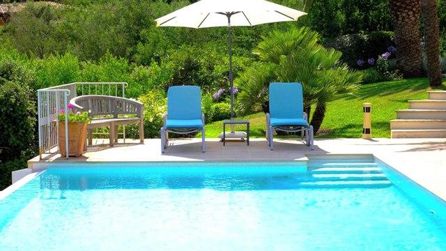 La Croix-Valmer Propriété A VENDRE - Terrain de 10 000 m² avec Piscine - A 6 km des plages de Ramatuelle/Saint Tropez