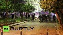 Grèce : des heurts violents éclatent entre la police anti-émeutes et des anarchistes à Athènes