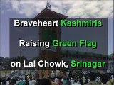 Brave Kashmiri Muslim Brothers hoisting Pakistani flag at Lal Chowk, SriNagar
