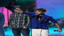 Justin Bieber Kissing Selena Gomez At Billboard Awards