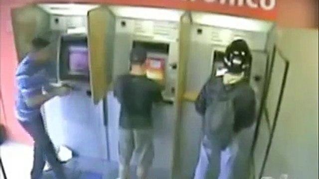 PM reage a tentativa de assalto em banco a dá 6 tiros em bandido em Goiania