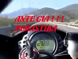 Motorcycle extreme race on the street 300 Km/h amazing pilote course motos au milieu des voiture