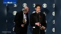 """James Horner reçoit une récompense pour la musique de """"Titanic"""" en 1997"""