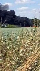 Combs-la-Ville (Seine-et-Marne) : un feu de voiture se propage près d'une déchetterie