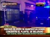 HINCHAS DE RIVER INTENTAN NO DEJAR DORMIR AL PLANTEL DE BELGRANO - DOMINGO 26/06/2011