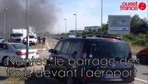 Nantes: le barrage des  taxis devant l'aéroport