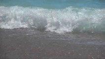 Des Vagues géantes à surfer ? Pas de danger c'est drapeau vert