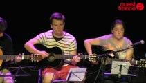 Les ados et adultes débutants d'Eric Declosmenil à la guitare