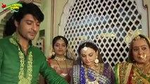 Emily Aur Mohit Honge Judaa JIske Liye Bhabho Ne Mana Sandhya Ko doshi - Diya Aur Baati Hum 26th june 2015 - YouTube