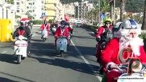 """Cogoleto, la sfilata dei """"Babbi Natale"""" in Vespa"""