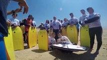 See Surf initie les mal et non-voyants à la pratique du surf