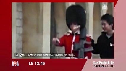 Angleterre : Un garde royal pousse une colère contre un touriste - Zapping du 29 juin