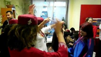 Petit moment de danse entre amis tunisiens & français, etc.