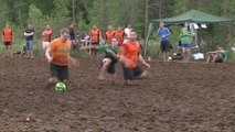 Encore plus sportif que le foot, le foot de boue