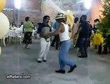 El Baile Nuevo, Borrachos que dan risa, bailando  El Baile nuevo