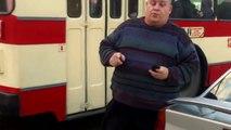 """Curaj.TV - Șoferul de taxi bătăuș încă mai """"prestează servicii"""""""
