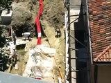 cemento sulle mura a lato ex scuola De Amicis luglio agosto 2009