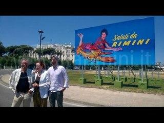 A Rimini i manifesti provocatori di Cattelan, tra sederi e un letto di patatine