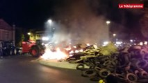Eleveurs en détresse. Des pneus incendiés devant le tribunal de Saint-Brieuc